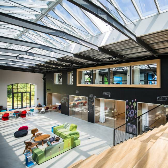 Virtual Identity konzipiert und designed by CSMM – architecture matters ist als Best Workspace of the Month ausgezeichnet worden